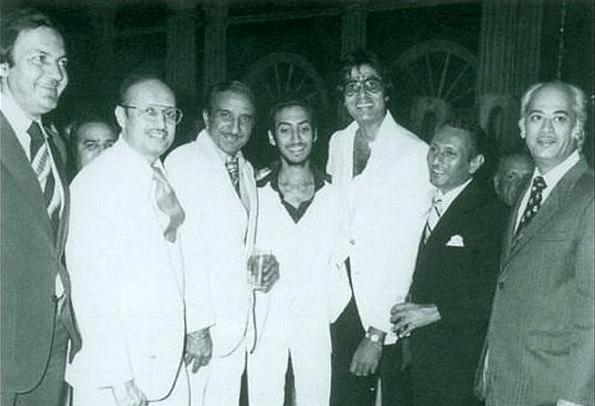 "Amitabh Bachchan with Yash Johar and other Bollywood celebrities&nbsp;(Photo: <a href=""https://twitter.com/karanjohar/media"">Twitter/@karanjohar</a>)"
