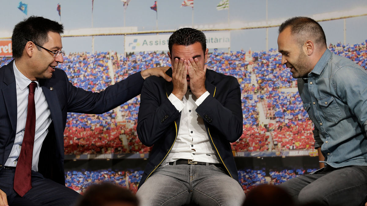 Watch: Xavi Can't Control Tears at Barcelona Farewell Ceremony