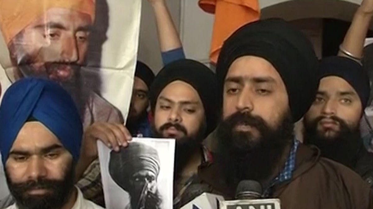 Sikh protestors show a poster of slain Khalistan militant leader Jarnail Singh Bhindranwale, a few of whichwere allegedly torn in Jammu. (Photo: ANI video grab)