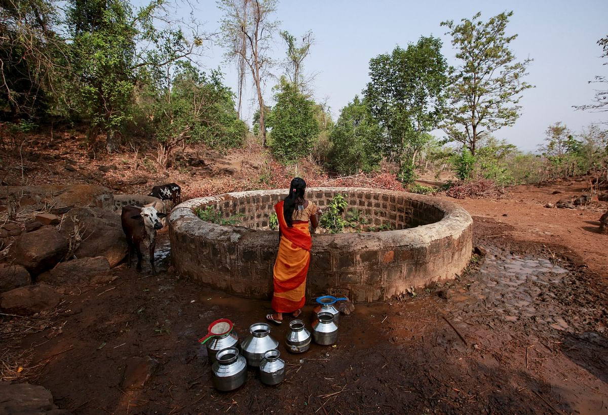 A 'water wife' fetches water from a well outside Denganmal village, Maharashtra, India, April 21, 2015. (Photo: Reuters)