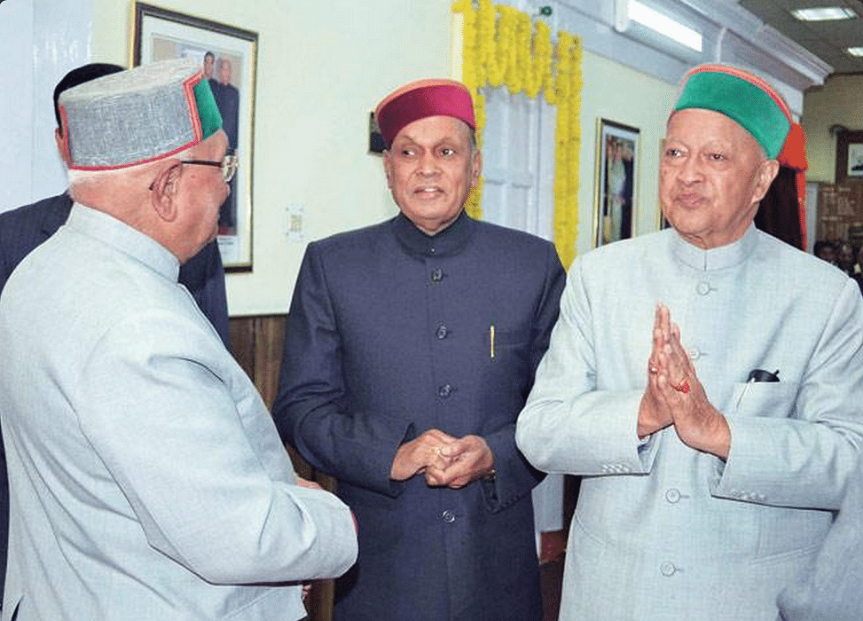"""Virbhadra Singh with Prem Kumar Dhumal&nbsp;(Photo: Twitter/<a href=""""https://twitter.com/IndiaToday/status/501205368442073090"""">@IndiaToday</a>)"""