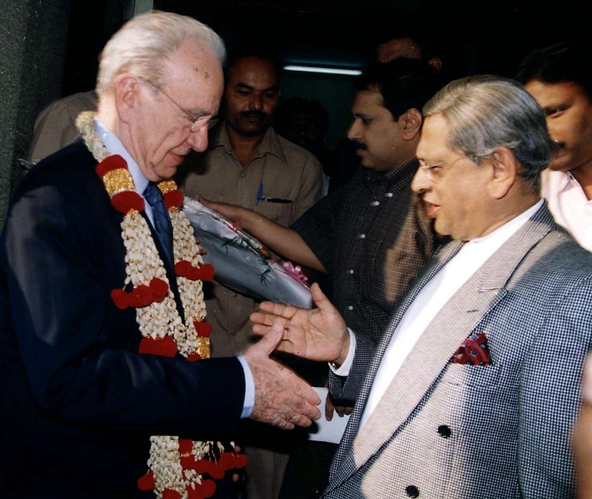 Rupert Murdoch (left) shakes hands with SM Krishna, former Chief Minister  of Karnataka, in 2000.