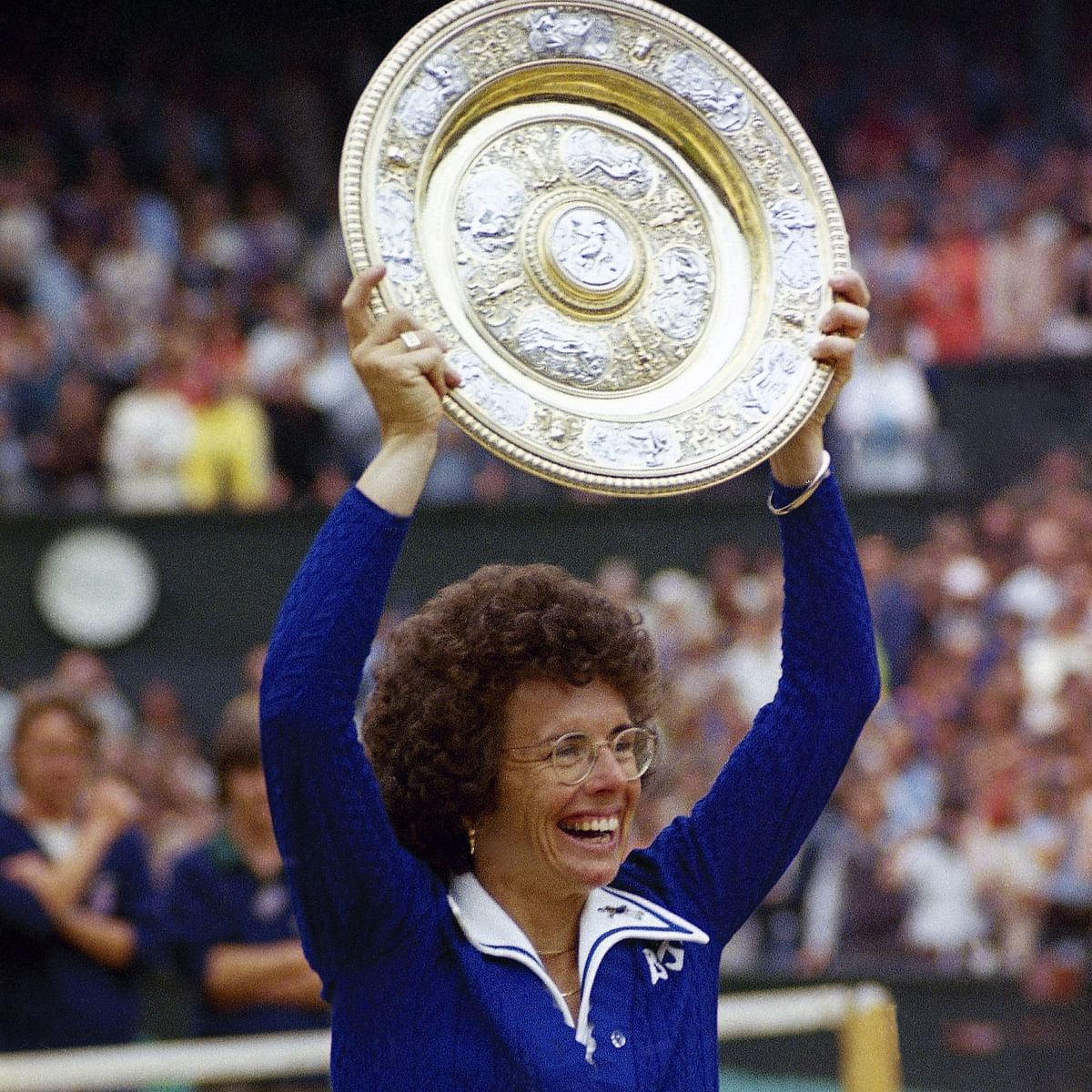 In this July 4, 1975 photo, U.S. tennis star Billie Jean King holds up the trophy after winning her sixth singles final at the All England Lawn Tennis Championships. She won three straight Wimbledon singles titles from 1966-68 and  a further three in the 1970s as she amassed 12 major titles. In total, King&nbsp;won 39 Grand Slam titles. (Photo: AP)<a></a>
