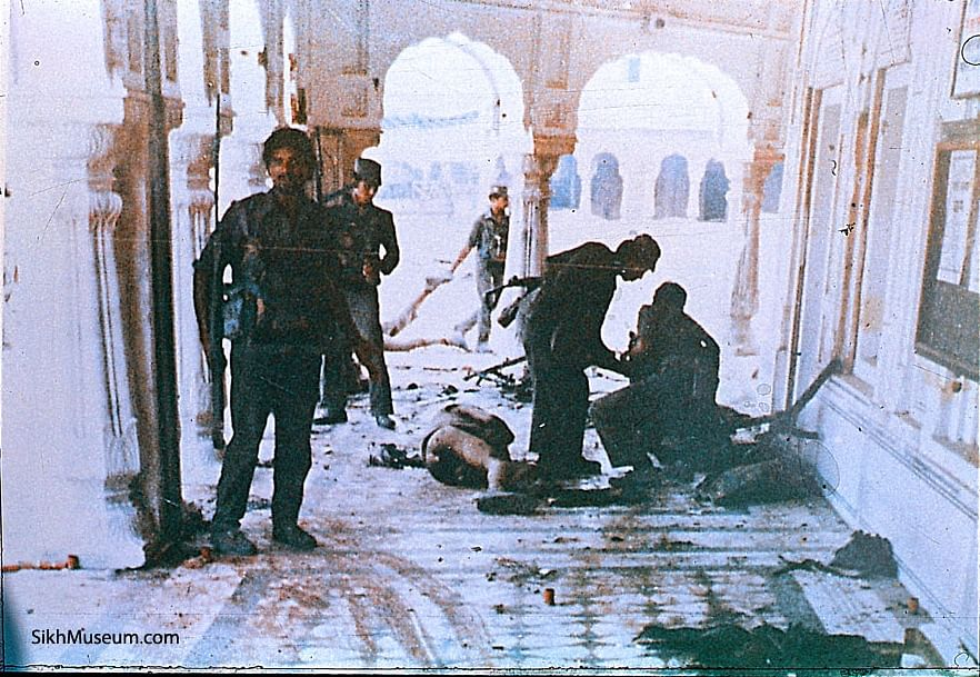 Bodies being removed from the Parikrama inside the Golden Temple complex on 6 June 1984. (Photo Courtesy: SikhMuseum.com)