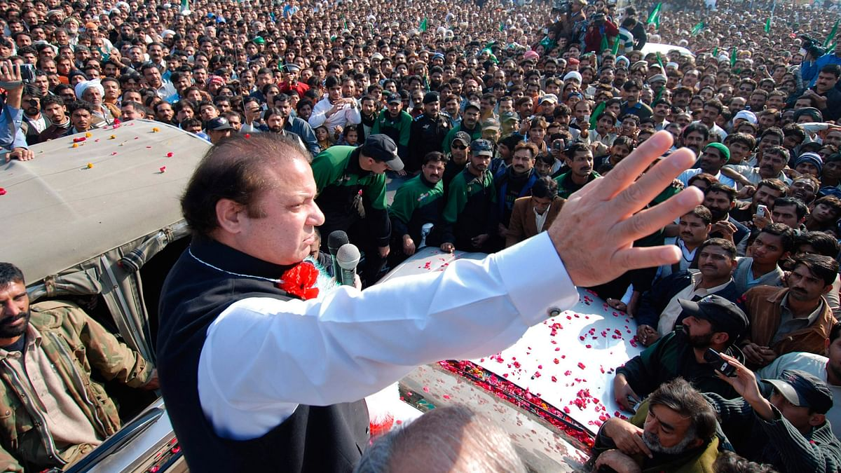 Pakistan Prime Minister Nawaz Sharif waves to his supporters. (Photo: Reuters)
