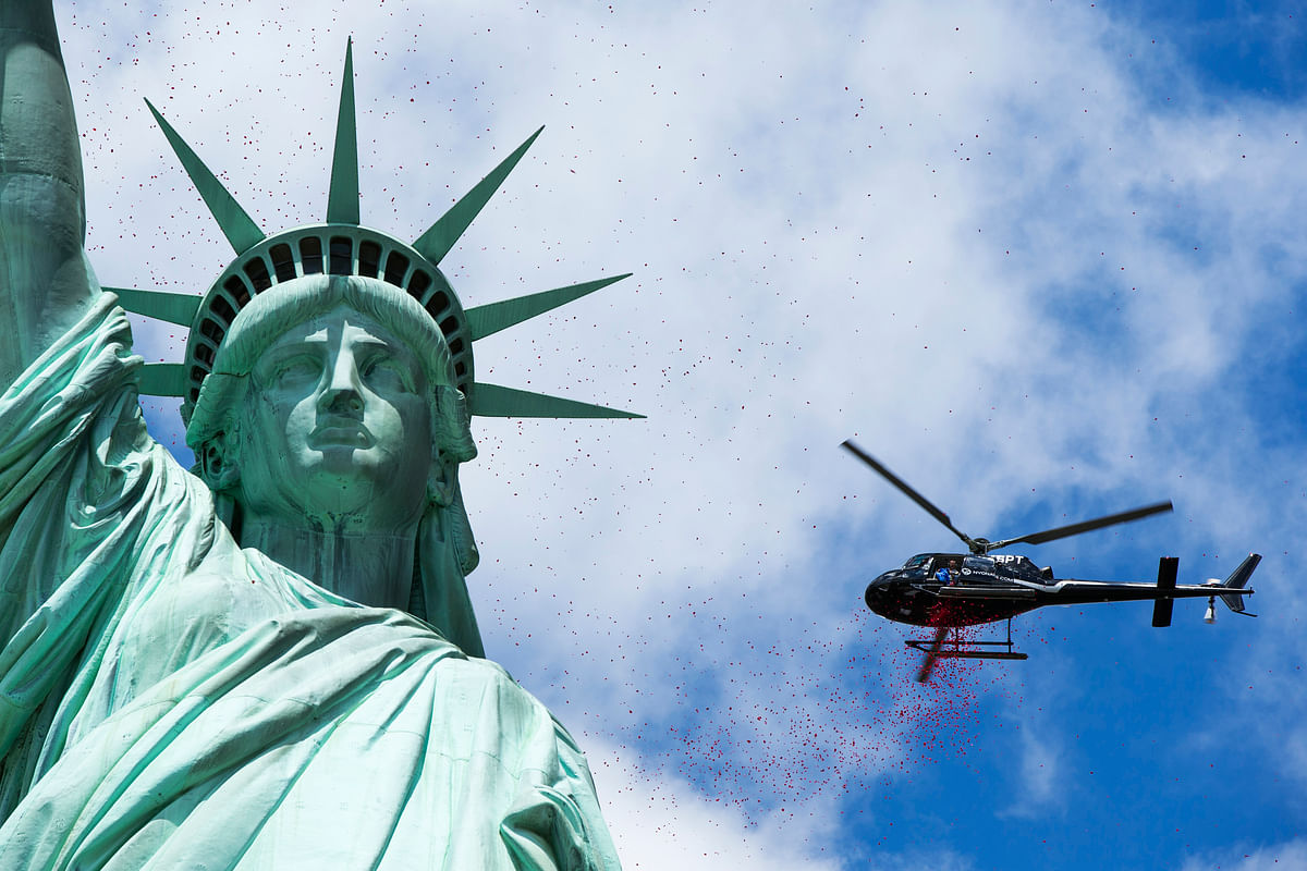 "Rose petals dropped by helicopters fall around the Statue of Liberty in New York June 6, 2014. The event was arranged by the organisation ""The French Will Never Forget"" to mark the 70th anniversary of World War Two's D-Day landings. (Photo: Reuters)"