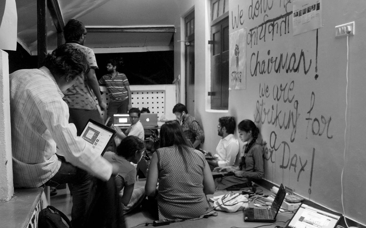"""An informal meeting in session in one of the corridors of the FTII building (Photo: <span style=""""font-size: 14.0000400543213px; line-height: 17.9999923706055px;"""">Facebook/FTIIWisdomTree)</span>"""