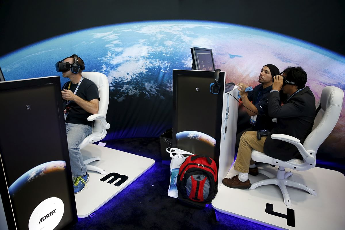 """People wear Oculus VR headsets as they play Three One Zero's """"Adrift"""" video game at the E3 2015 (Photo: Reuters)"""