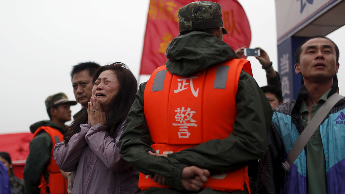 A relative cries just beyond a cordon of paramilitary officers at the site where the cruise ship Eastern Star sunk in the Yangtze River in China.(Photo: Reuters)