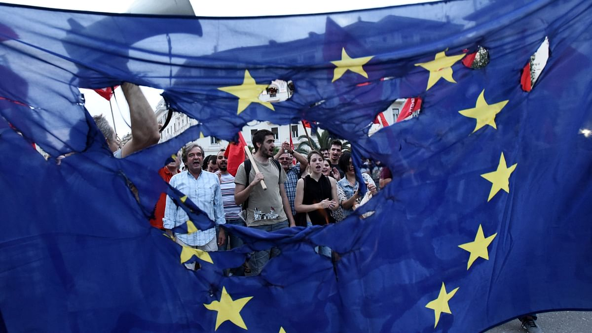 Members of left wing parties burn a European Union flag during a protest in the northern Greek port city of Thessaloniki onSunday, June 28, 2015. (Photo: AP)