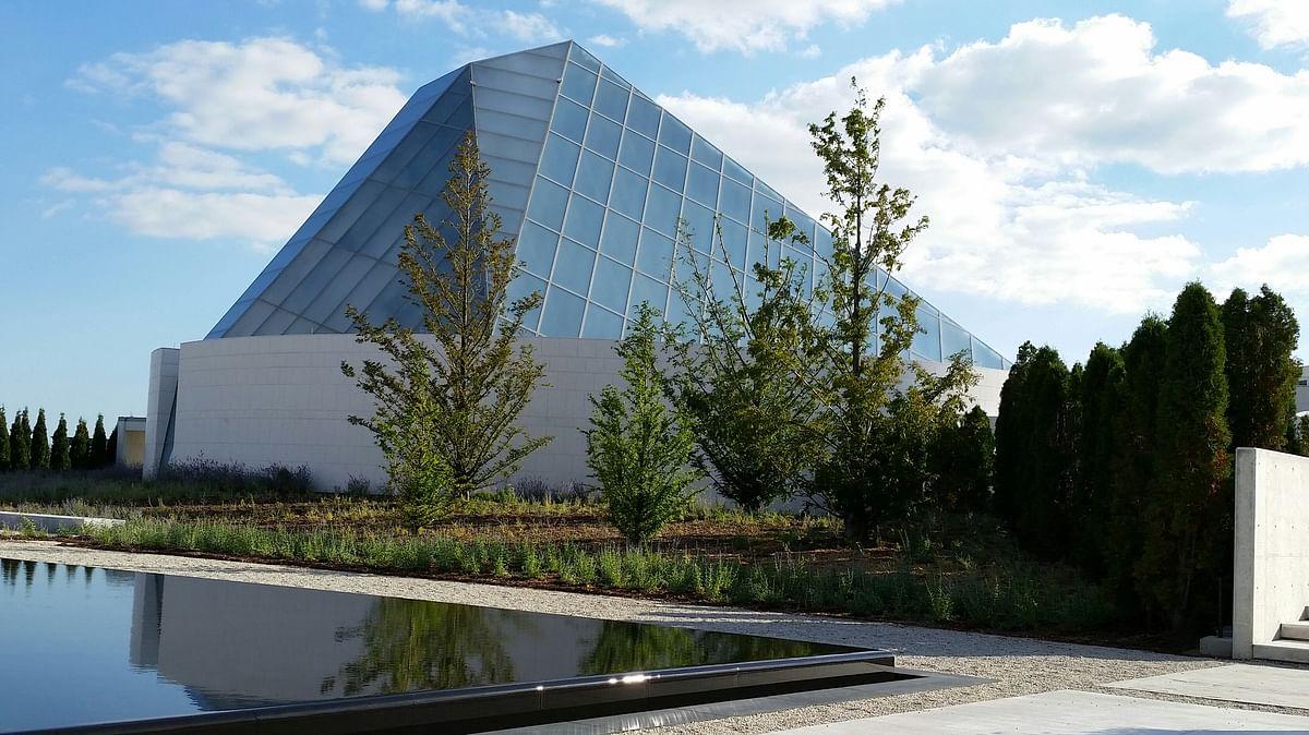 "Ismaili Centre, Toronto. (Photo: <a href=""https://commons.wikimedia.org/w/index.php?title=User:JohnOyston&amp;action=edit&amp;redlink=1"">John Oyston</a>)"