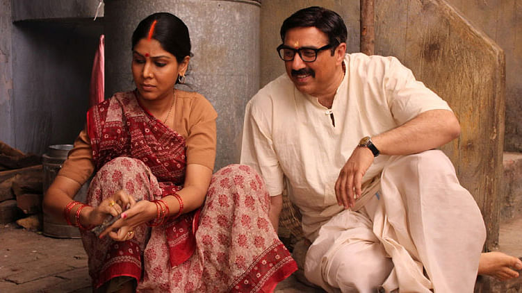 Sakshi Tanwar and Sunny Deol play the  lead&nbsp;in <i>Mohalla Assi</i>