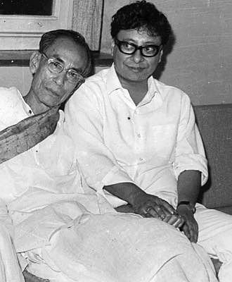 "SD Burman with son&nbsp;RD Burman (Photo: Facebook/<a href=""https://www.facebook.com/pages/Pancham-Unmixed/391118874275789?sk=photos_stream"">PanchamUnmixed</a>)"