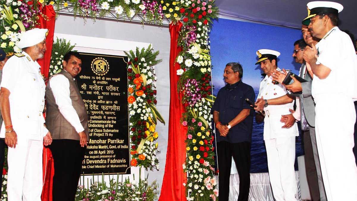 Maharashtra CM Devendra Fadnavis with Defence Minister Manohar Parrikar at an event. (Photo Courtesy: Wikimedia Commons)