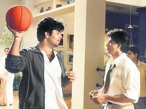 """Shah Rukh and Karan Johar on sets of <i>Kuch Kuch Hota Hai</i> (Photo: <a href=""""https://twitter.com/karanjohar/media"""">Twitter/@karanjohar</a>)"""
