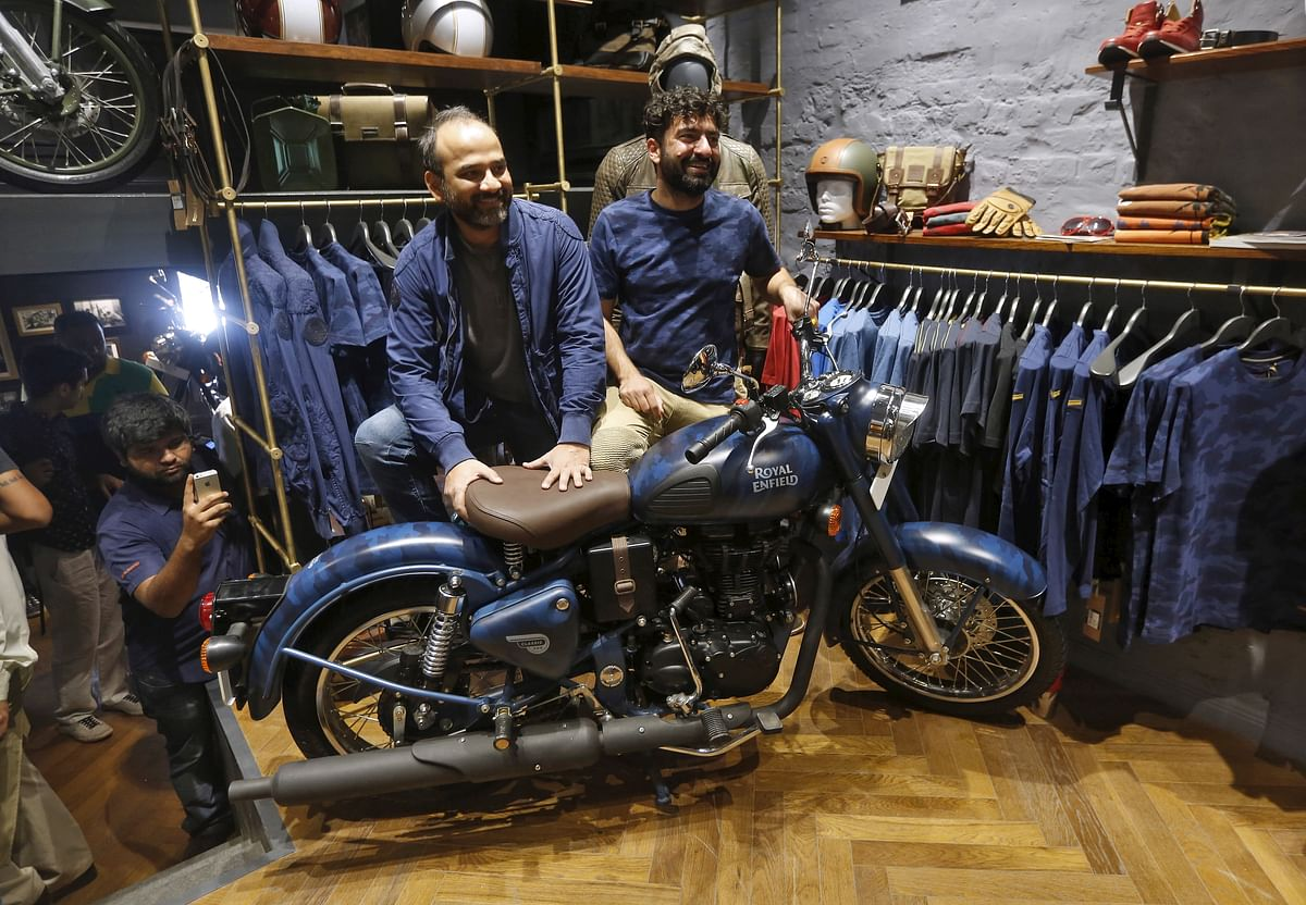 Eicher Motors Ltd. Chief Executive Officer Siddhartha Lal (R) and President of Royal Enfield Rudratej Singh (C) pose during the launch of their limited edition motorcycle at Royal Enfield's new flagship store in New Delhi, India, (Photo: Reuters)
