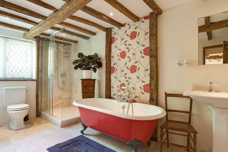 """(Photo Courtesy: <a href=""""http://www.andrewmilsom.co.uk/properties-for-sale/property/262639-coldmoorholme-lane-bourne-end"""">www.andrewmilsom.co.uk</a>)"""