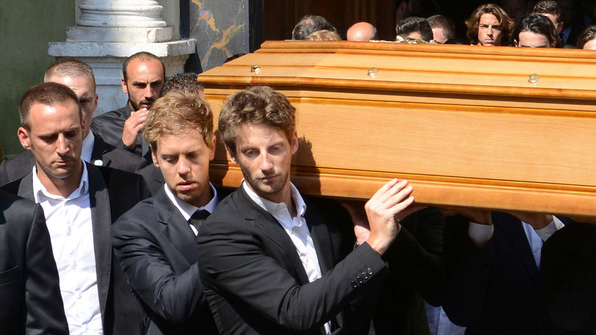 Formula One drivers Sebastian Vettel(L ) and Romain Grosjean (3rdL)carry the coffin of late Marussia F1 driver Jules Bianchi during the funeral ceremony at the Sainte Reparate Cathedral in Nice, France. (Photo: Reuters)