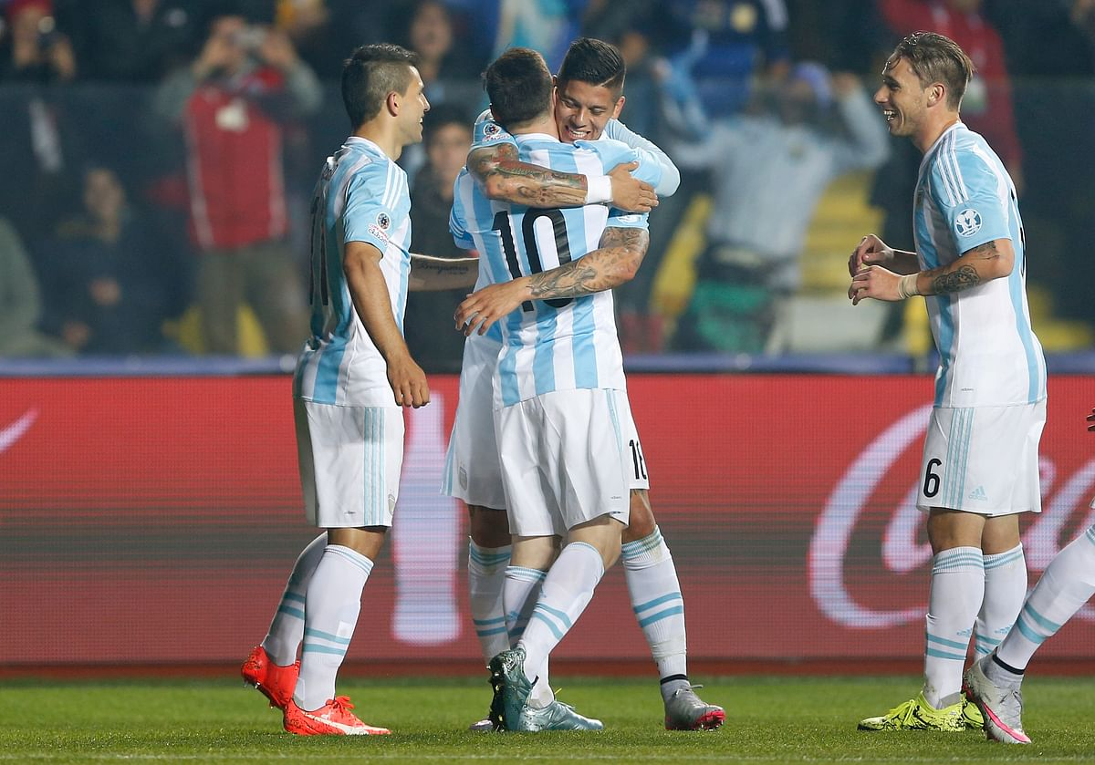 Argentina's Marcos Rojo , center right, hugs teammate Lionel Messi after scoring the opening goal&nbsp;of the semi-final. (Photo: AP)<a></a>