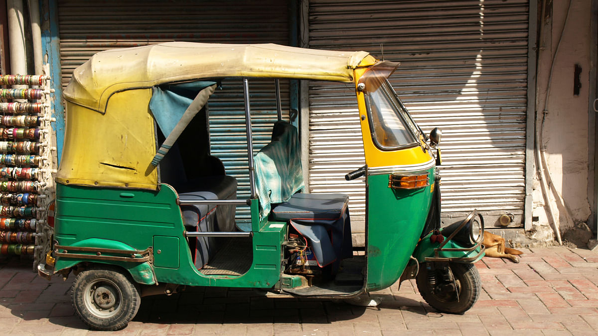 Delhi's 1st Woman Auto Driver Robbed of Rs 30K, BJP Leader Helps
