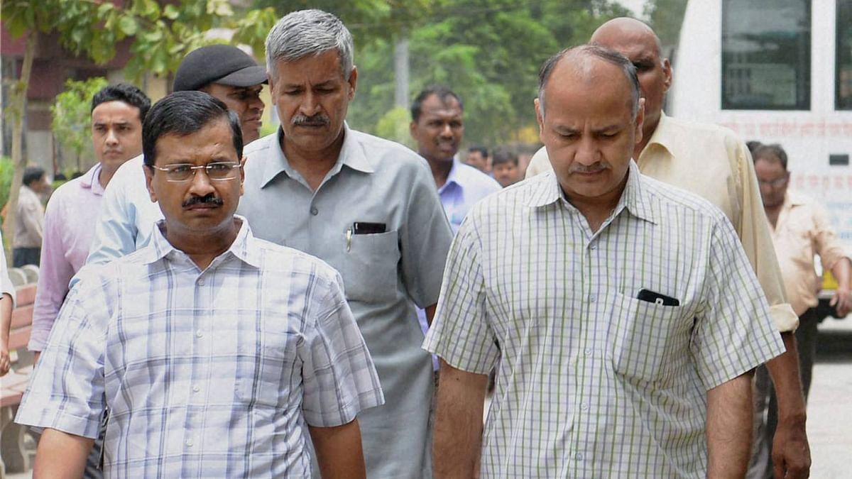 Delhi CM Arvind Kejriwal (left) with deputy CM Manish Sisodia (right). (Photo: PTI)