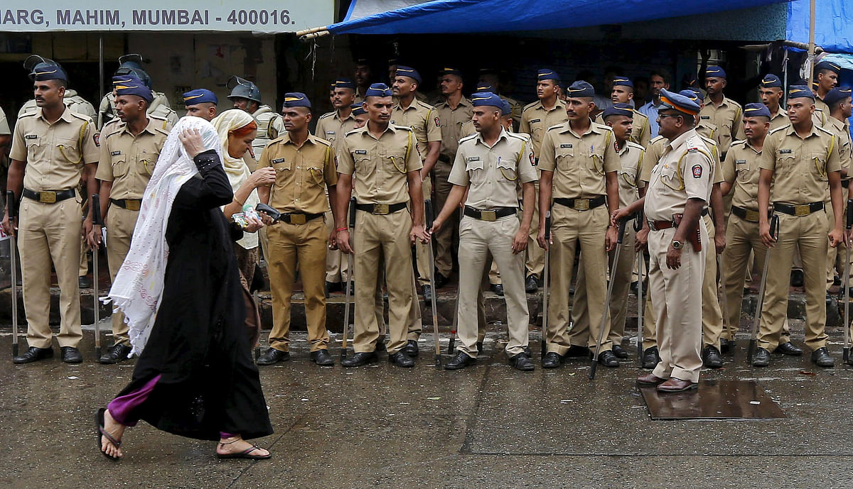 Mumbai Police force posted in Mahim on the day Yakub Memon was hanged. (Photo: Reuters)