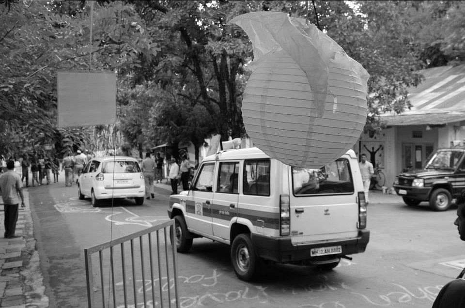 Pune police entering the FTII campus. (Photo: Facebook/FTIIWisdomTree)