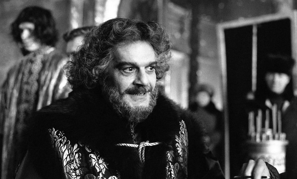 """Actor Omar Sharif appears as Prince F. Romodanovsky Advisor to PeterI in the Miniseries """"Peter The Great"""" in the ancient Russian town of Suzdal. (Photo: AP)"""