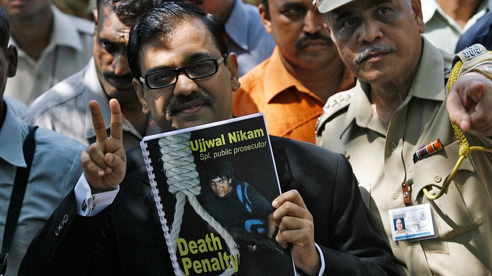 Ujjwal Nikam flashes a victory sign  after a Mumbai court handed out the death penalty to AjmalKasab on May 6, 2010. (Photo: Reuters)