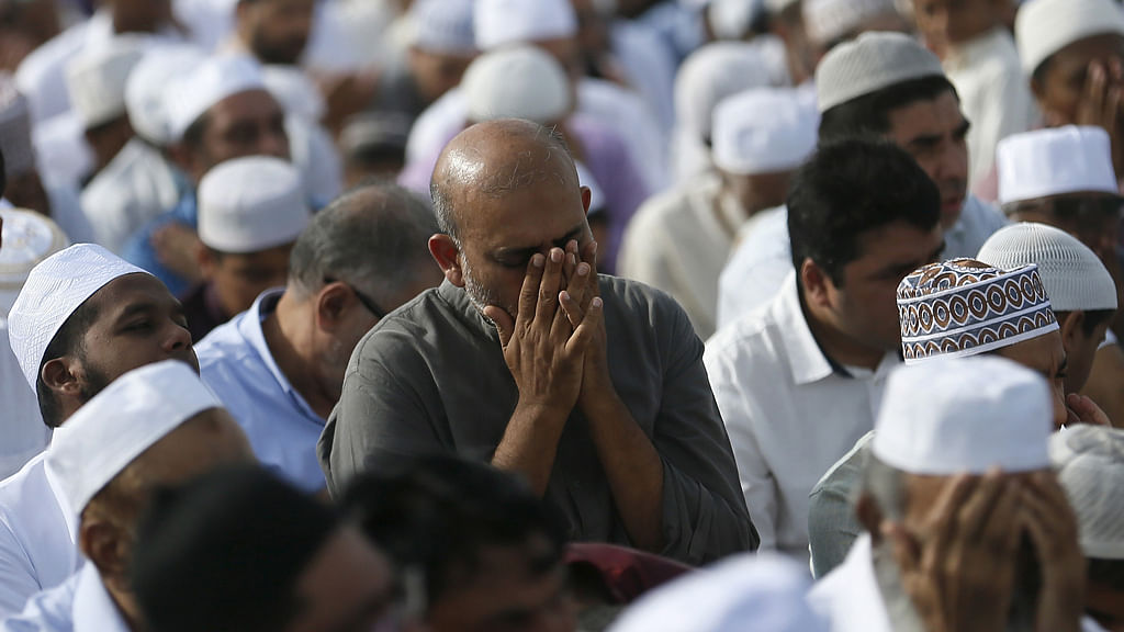 A large congregation of Muslims  prays in a Colombo streeton July 18. (Photo: Reuters)