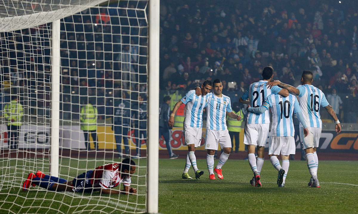 Argentina's players celebrate after Angel DiMaria, center, scored his team's 4th goal during the semi-final. (Photo: AP)<a></a>