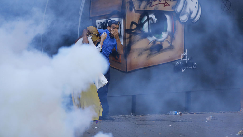 A couple running away from the teargas used by the police in Istanbul. (Photo: Reuters)