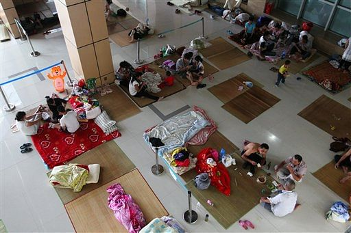 Chinese evacuees rest in a shelter facility. (Photo: AP)