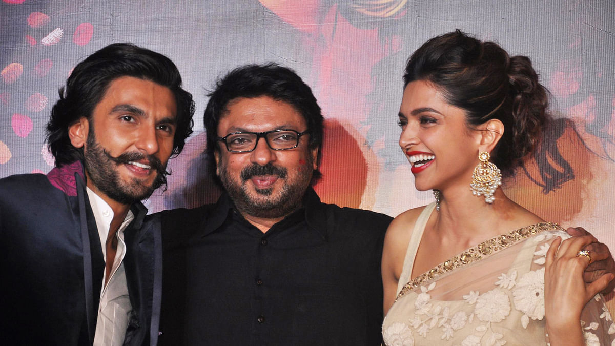 "Ranveer Singh with Bajirao Mastani director Sanjay Leela Bhansali and co-star Deepika Padukone (Photo: Twitter/ <a href=""https://twitter.com/MangoBollywood/status/570503428931133440""><b>@MangoBollywood</b></a>)"