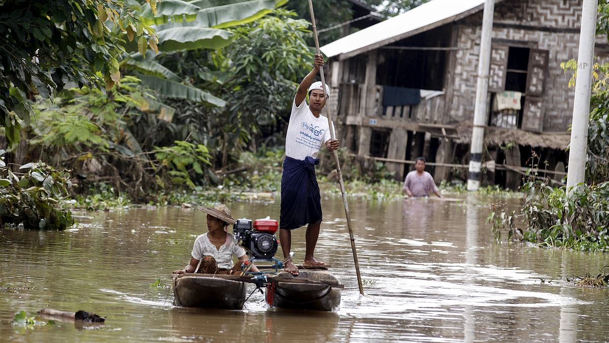Residents ride a boat on a flooded area as they transport aid for their village at Kawlin township, Sagaing division, Myanmar July 23, 2015. (Photo: Reuters)