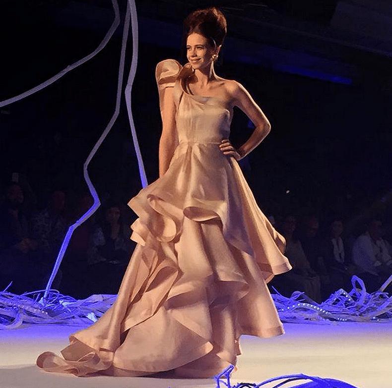 "Kalki Koechlin walks the ramp at the Amazon India Couture Week 2015 (Photo: Twitter/<b><a href=""https://twitter.com/ELLEINDIA/status/626813179545436161"">@ELLEINDIA</a>)</b>"