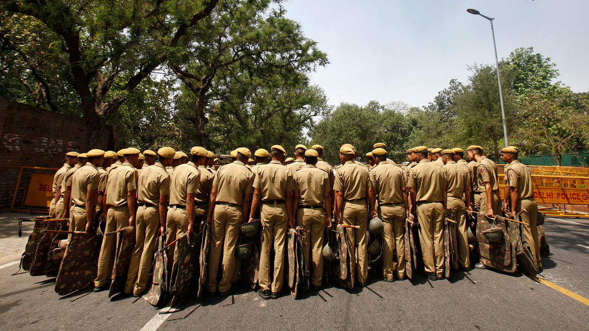 File Photo of Delhi Police officers standing guard outside the residence of Congress Party President Sonia Gandhi during a protest in New Delhi May 2, 2013. (Photo: Reuters)