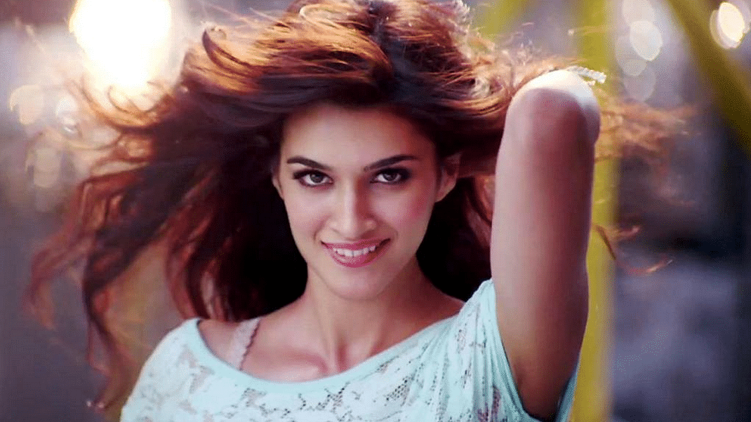 "Wishing Kriti Sanon a very Happy Birthday&nbsp;(Photo: <a href=""https://www.youtube.com/watch?v=zQcDB1iCpWw"">YouTube/Saregama GenY</a>)"