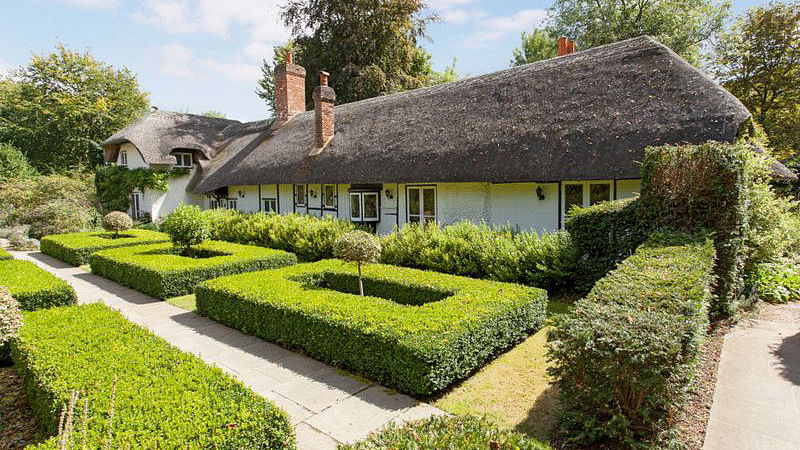 """Enid Blyton's gorgeous former cottage Old Thatch on sale. (Photo Courtesy: <a href=""""http://www.andrewmilsom.co.uk/properties-for-sale/property/262639-coldmoorholme-lane-bourne-end"""">www.andrewmilsom.co.uk</a>)"""