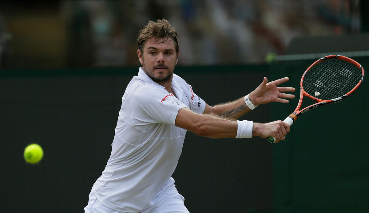 Stan Wawrinka of Switzerland makes a return to Victor Estrella Burgos of the Dominican Republic during their singles match  in Wimbledon. (Photo: AP)
