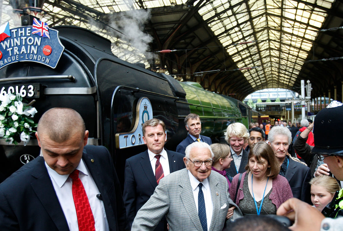 Nicholas Winton, centre, who organized the Winton Train rescue of children 70 years ago at Liverpool Street station in London, Friday, Sept. 4, 2009. (Photo: AP)
