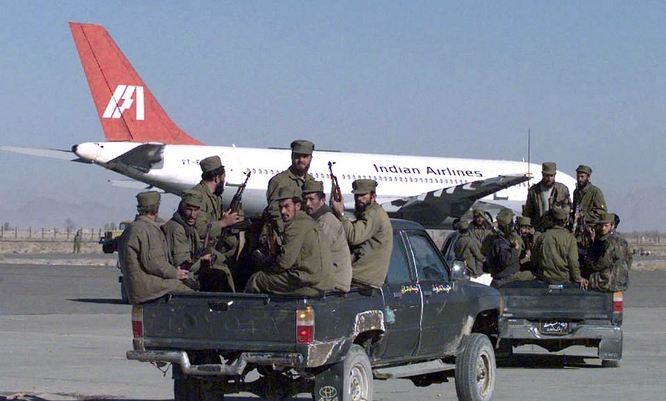 Armed soldiers from the Taliban Islamic militia race towards the hijacked Indian Airlines plane at Kandahar airport (Photo: Reuters)