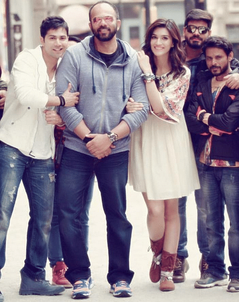 "Kriti Sanon with Varun Dhawan and Rohit Shetty on the sets of<i> Dilwale</i> (Photo: <a href=""https://twitter.com/search?q=%23dilwale&amp;src=typd&amp;vertical=default"">Twitter/@VarunUniverse</a>)"