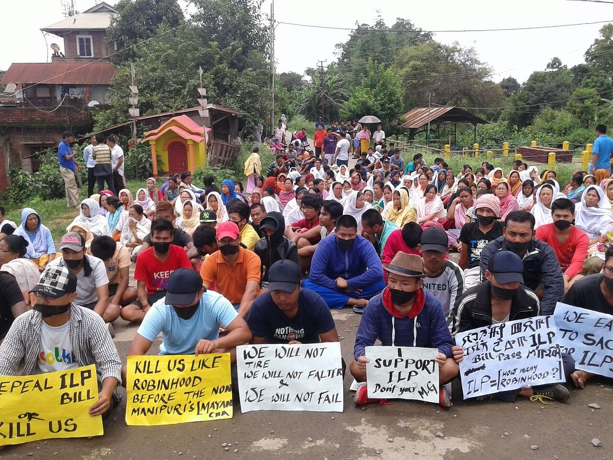 The residents of Imphal at a peaceful protest in their neighbourhood.(Photo: Sunzu Bachaspatimayum)