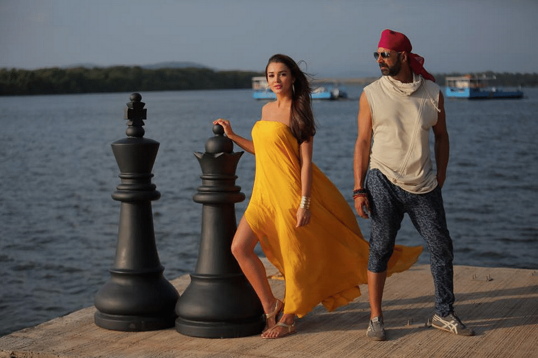 "Amy Jackson and Akshay Kumar in <i>Singh is Bling</i> (Photo: <a href=""https://www.facebook.com/GrazingGoatPictures/photos/a.805856529468910.1073741832.358571464197421/838254246229138/?type=1&amp;theater"">Facebook/Grazing Goat Pictures</a>)"