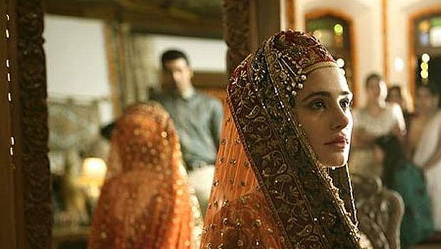 Nargis Fakhri in a scene from <i>Rockstar</i> (2011)