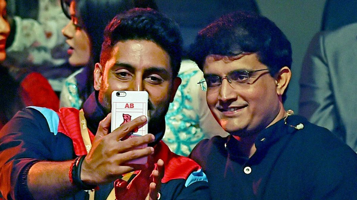 Bollywood actor and owner of Jaipur Pink Panthers Abhishek Bachchan takes a selfie with former Cricketer Sourav Ganguly during aPro Kabaddi league match on Wednesday night. (Photo: PTI)