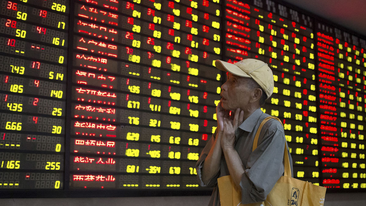 An investor looks at an electronic board showing stock information at a brokerage house in Nanjing, Jiangsu province, China, July 24, 2015. (Photo: Reuters)