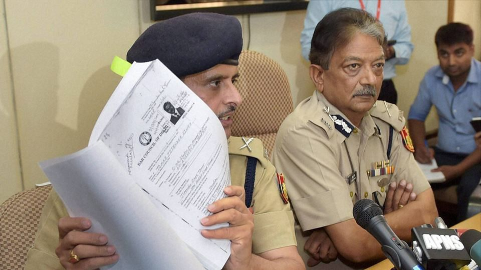 Special Commissioner of Police Deepak Mishra (right) addressing a press conference on the arrest of Delhi Law Minister Jitender Singh Tomar. (Photo: PTI)