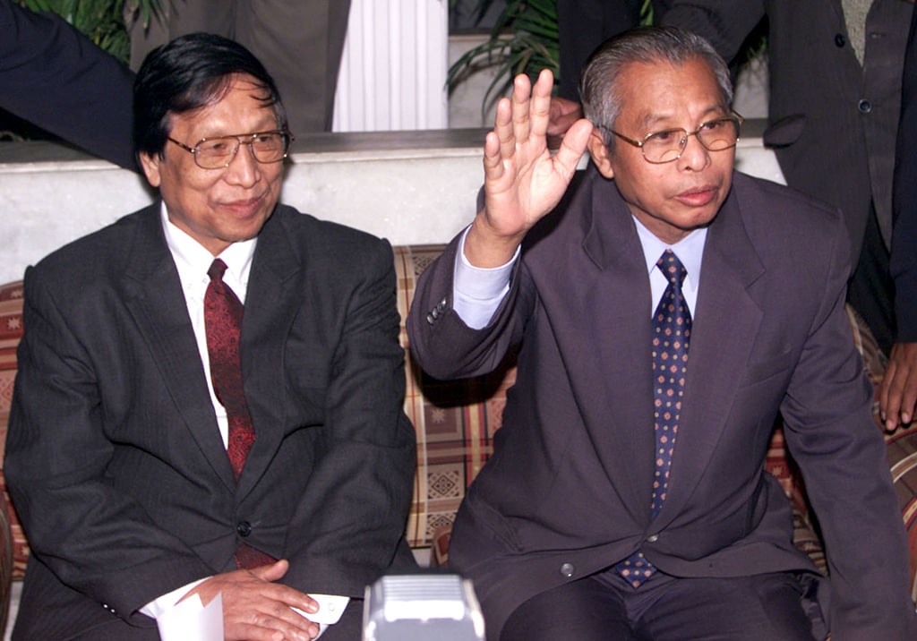 NSCN(IM) Chairman Isak Chisi Swu (Right) along with General Secretary  Thuingaleng Muivah during a press conference in New Delhi, 2003. (Photo: Reuters)